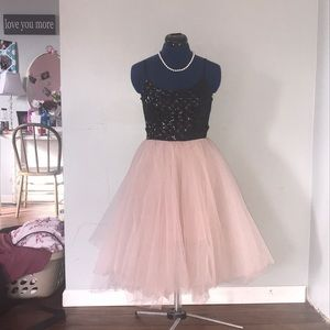 Sequenced/tulle dress